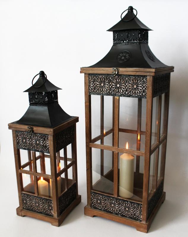 61559 laterne holz 2er set mit ornamenten schwarzes metalldach 2 schubladen gr laterne. Black Bedroom Furniture Sets. Home Design Ideas